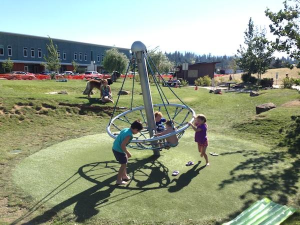 hood river waterfront playground laura