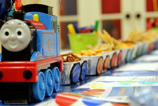 food-serving-train